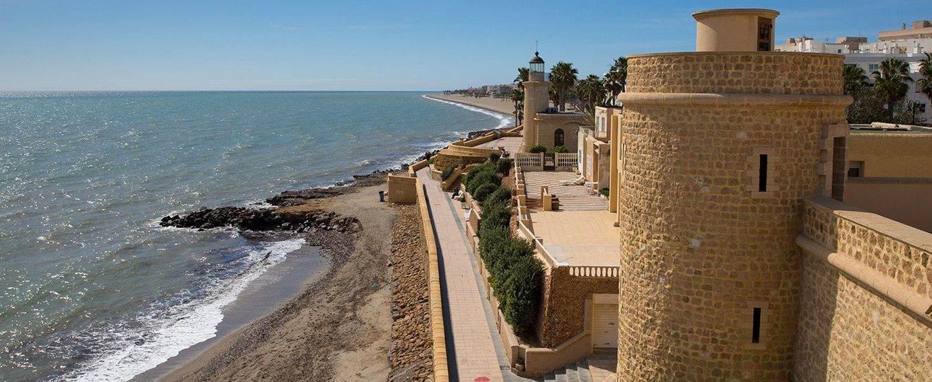Visita Roquetas de Mar. Tienes mucho que ver y hacer.