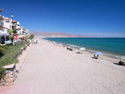 Roquetas, entre los 15 destinos costeros más importantes de España