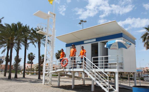 Roquetas externalizará el servicio de vigilancia y salvamento de playas